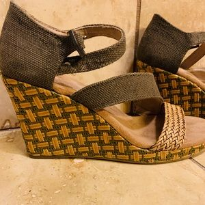 Toms Sandals Wedge Green Tan 6.5